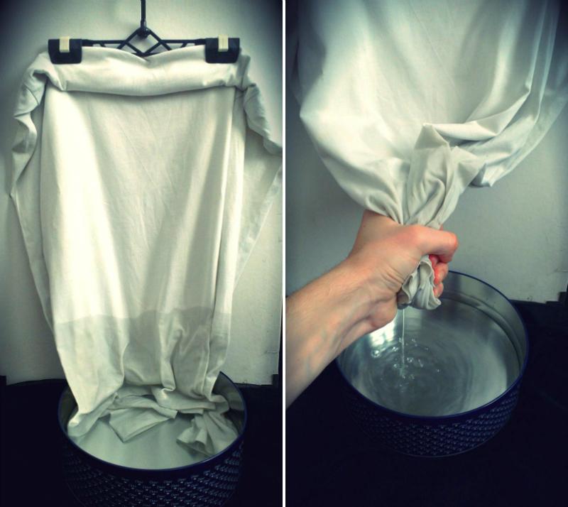Làm ướt vải thun để xem độ thấm nước