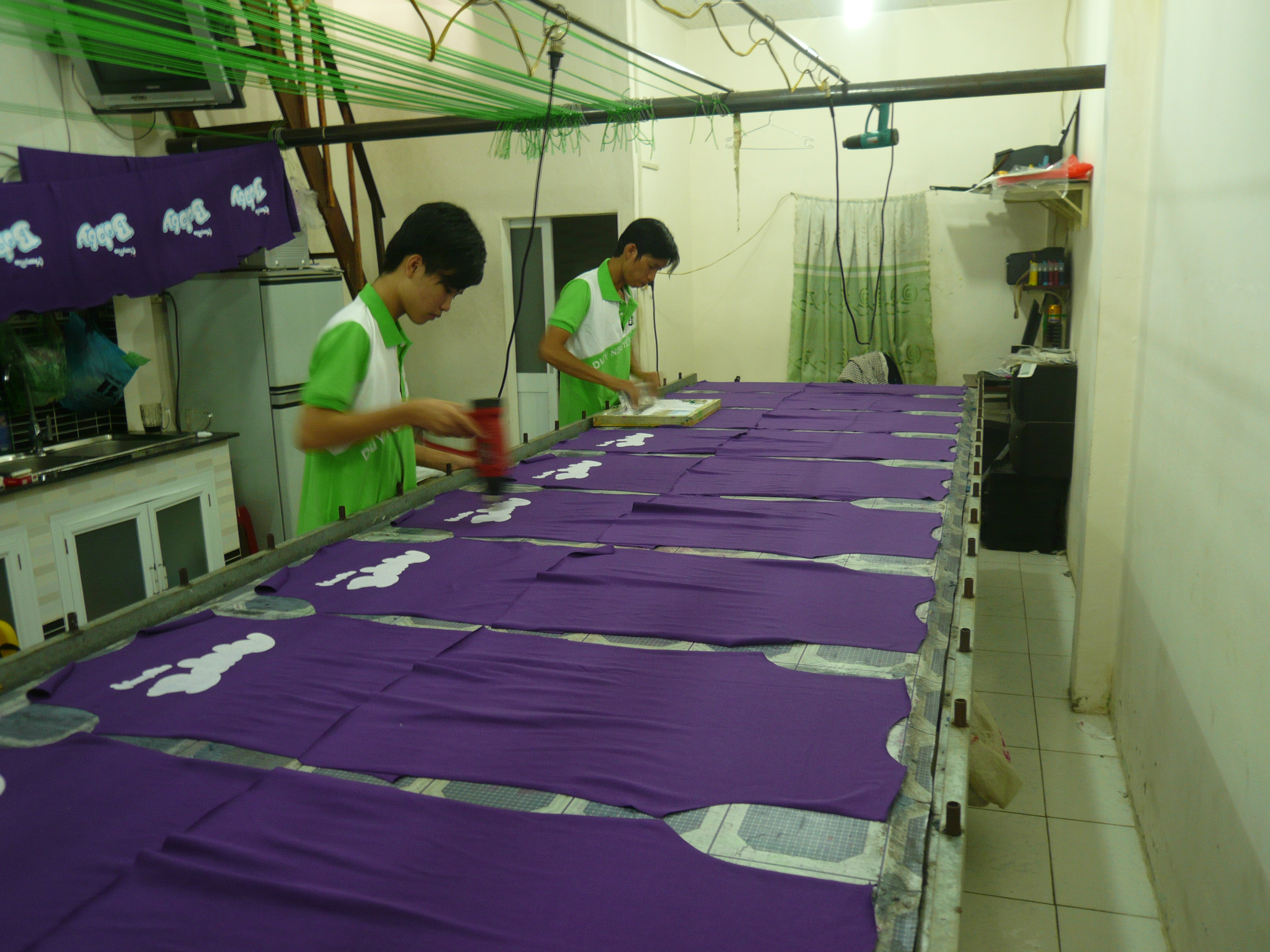 Xưởng in áo thun với kỹ thuật in lụa